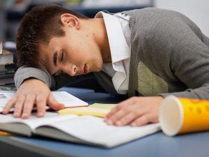 دانش آموزش خواب آلود